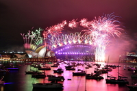 Fireworks explode over the Sydney Opera House and Sydney Harbour Bridge during downsized New Year's Eve celebrations during the COVID-19 pandemic, in Australia, on Jan 1, 2021. [Photo/Agencies]