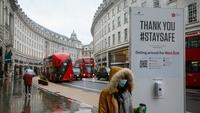 A pedestrian walks along Regent Street in London on Jan. 5. MUST CREDIT: Bloomberg photo by Hollie Adams.