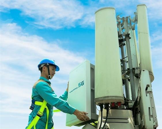 A worker of Viettel checks 5G equipment. — Photo courtesy of Viettel
