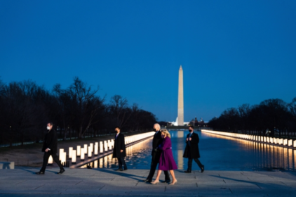 On the eve of his inauguration, President Biden and first lady Dr. Jill Biden visited the covid-19 memorial at the reflecting pool. MUST CREDIT: Washington Post photo by Demetrius Freeman