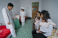 A North Korean paediatrician counsels mothers in Jongju City Hospital about care for their children. (UNICEF)