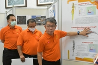 Sommai Techawan (right) explains skeleton structure of Amphaeng whale to press.