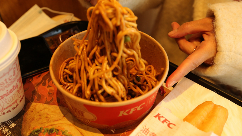 KFC launched hot-and-dry noodles, also known as reganmian, at more than 100 restaurants in Wuhan, Hubei Province, January 18, 2021.[Photo/CFP]