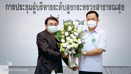Public Health Minister Anutin Charnvirakul (right) congratulated ThaiHealth CEO Supreda Adulyanon