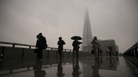 Commuters cross London Bridge in the City of London on Feb. 15, 2021. MUST CREDIT: Bloomberg photo by Jason Alden.
