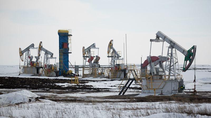 Oil pumping jacks operate in an oilfield near Almetyevsk, Tatarstan, Russia, on March 11, 2020. MUST CREDIT: Bloomberg photo by Andrey Rudakov.