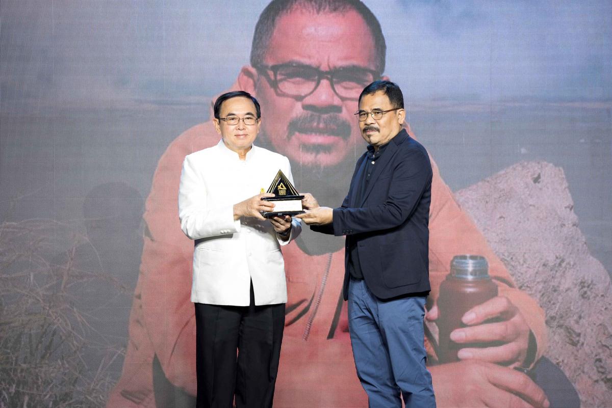 The Lifetime Achievement Award went to Garin Nugroho, a veteran filmmaker from Indonesia.