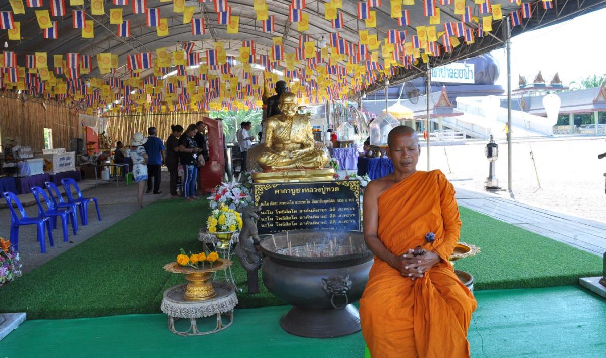 Wat Don Sak abbot Phra Khru Phairoj Thammaruji
