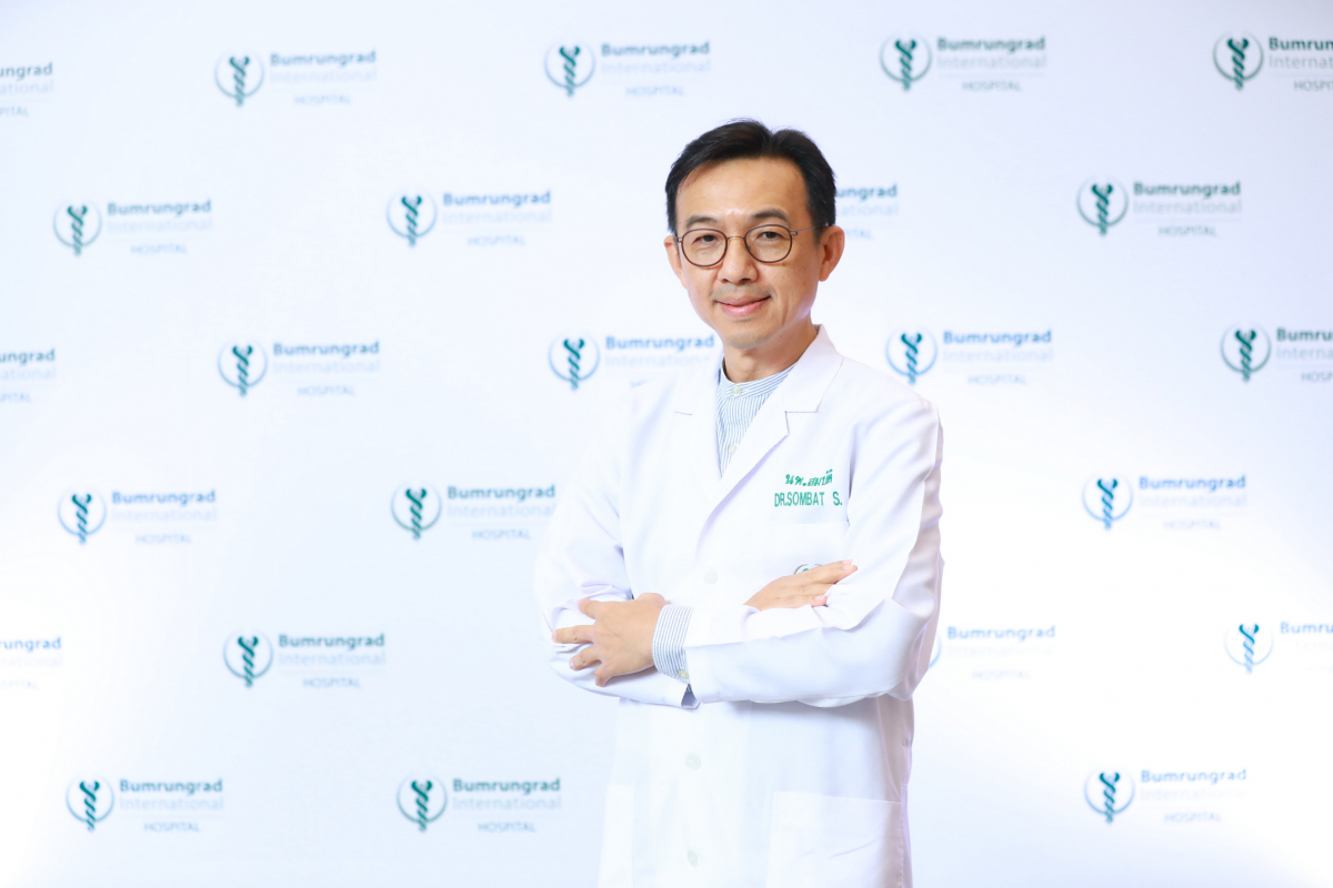 Dr Sombat Srisuwanporn, Ophthalmologist of Bumrungrad Hospital.