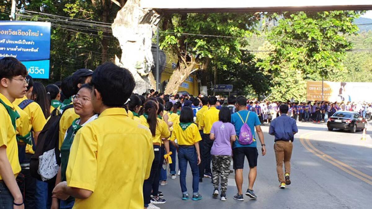 30,000 take part in Chiang Mai University's annual trek to Doi Suthep