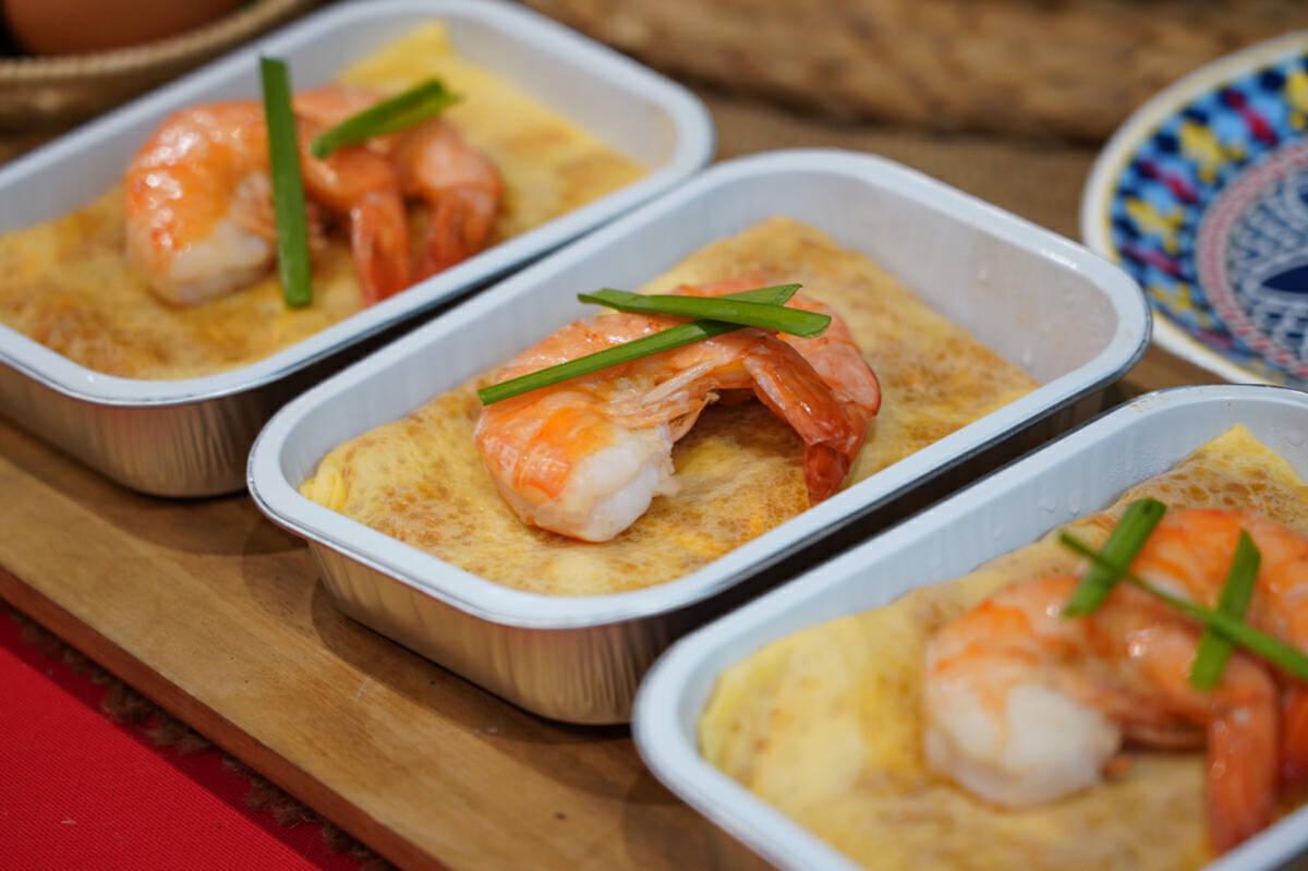 Tuck into pad thai in egg wrap aboard AirAsia