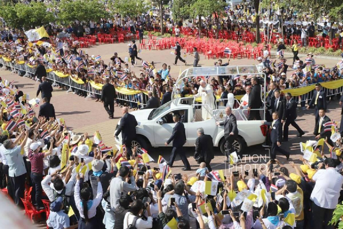 [Photo Gallery] Papal greetings