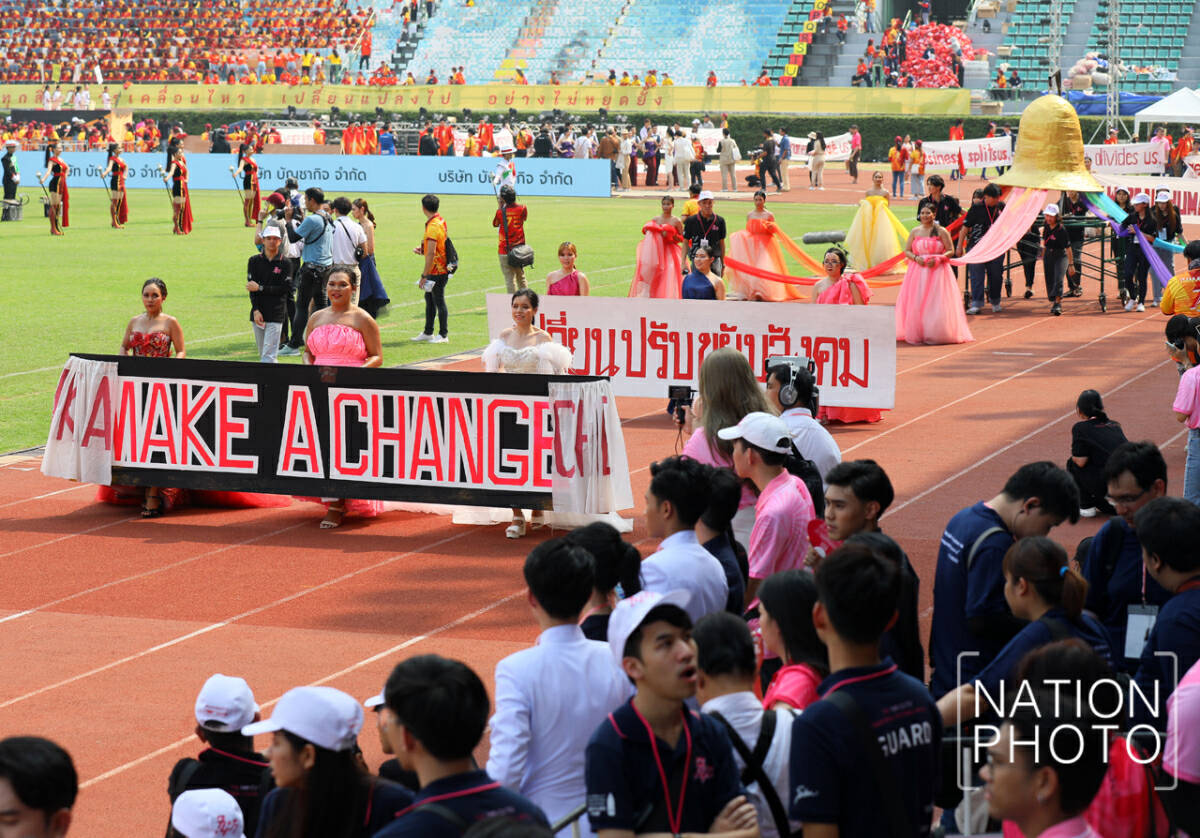 Chula pip Thammasat in football game, but national issues take centre stage