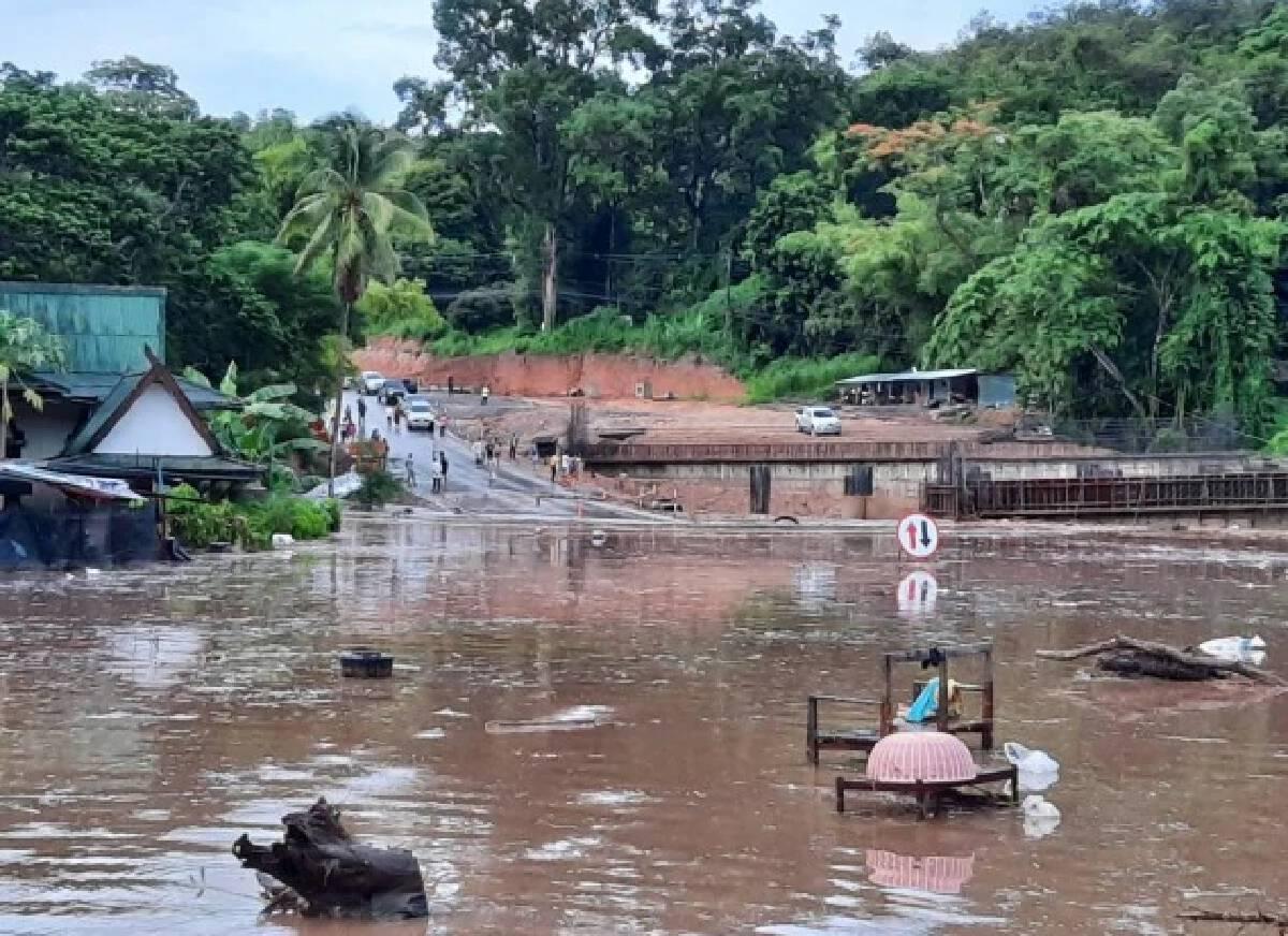 All-night rain floods North's main artery