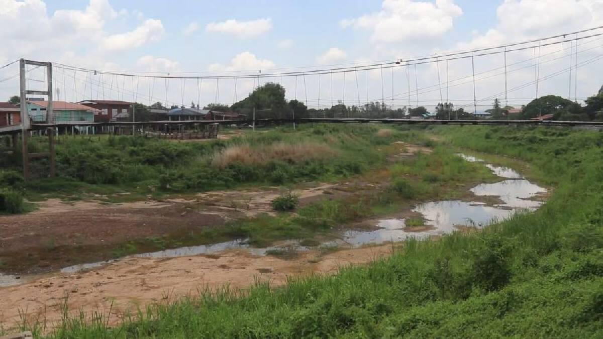 Lack of rain dries up Phichit's Yom River