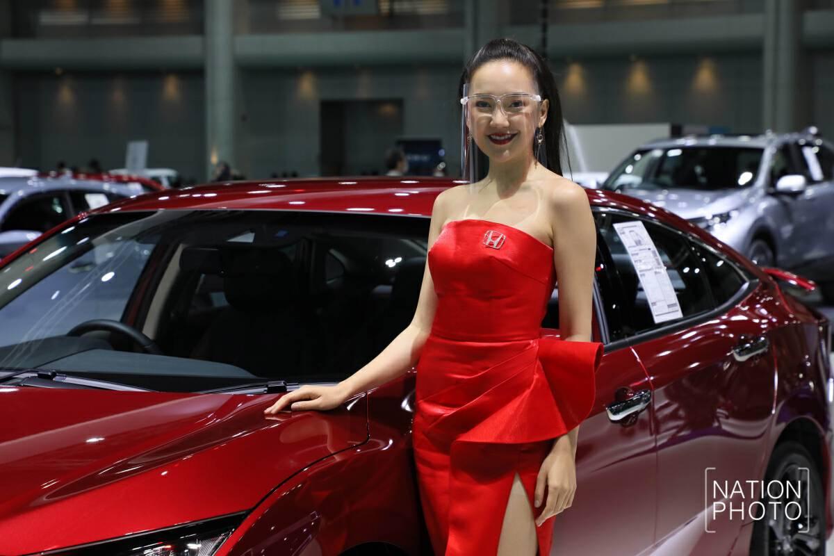 Hot models 'veiled' for Bangkok's biggest motor show