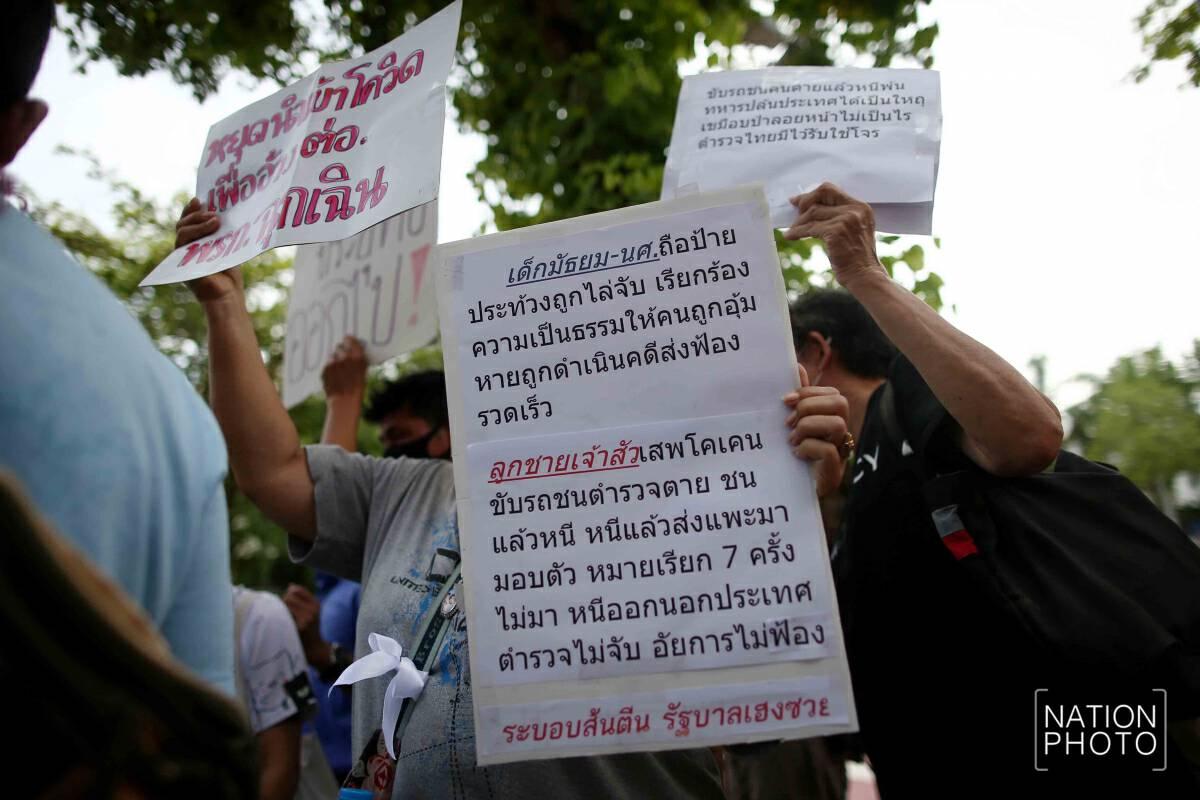 Demonstrators try to 'scrub away' govt's double standards