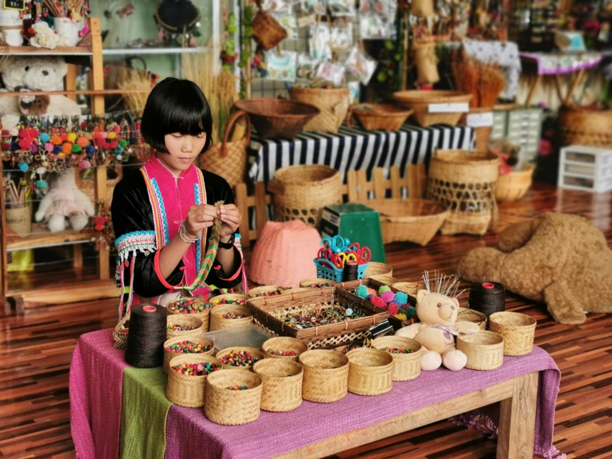 Kuljira longkaew, a Prathom 6 student, creates a handicraft to sell at the Ban Khobdong School shop.