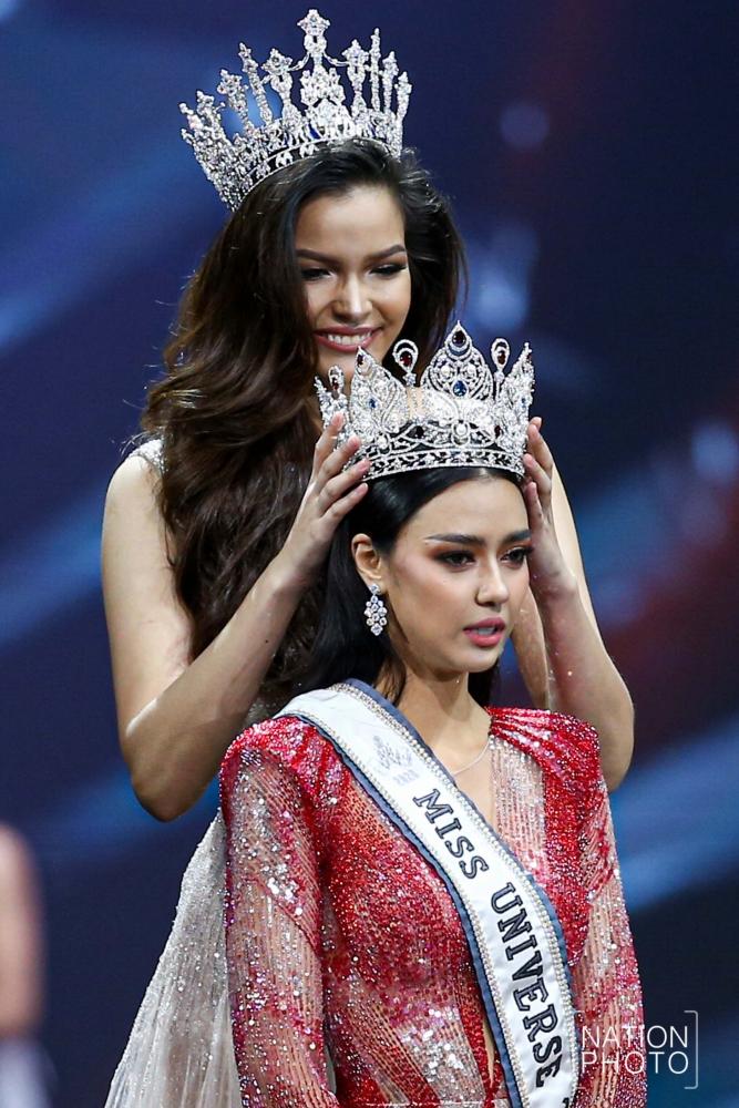 Chalisa 'Amanda' Obdam is crowned Miss Universe Thailand by Paweensuda Drouin, the 2019 winner.