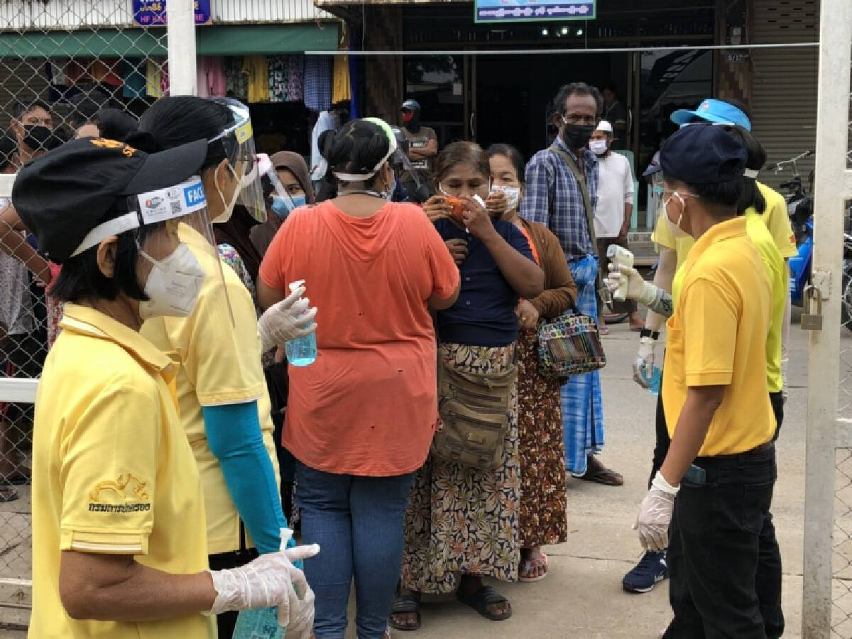 Locals, migrant workers queue up for tests after Covid-19 scare in Mae Sot