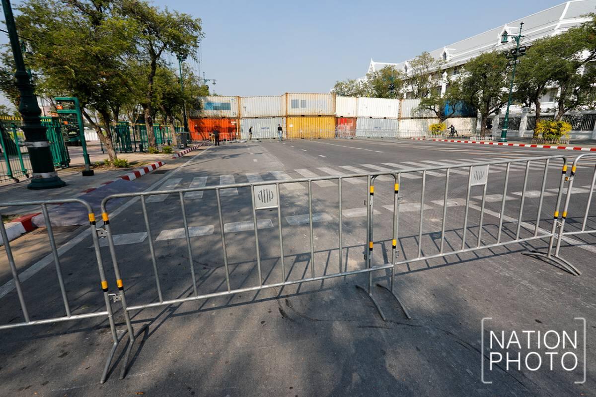 Palace, Emerald Buddha Temple open despite police barricades