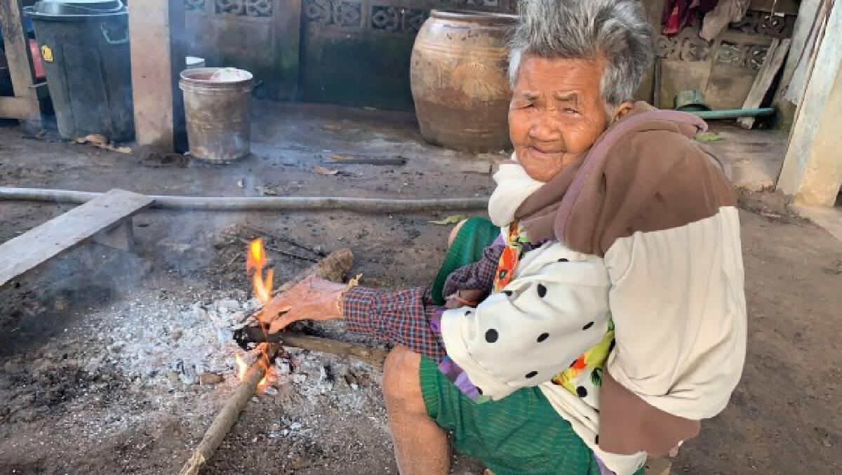 Campfires keep burning to warm villagers as temperatures drop in Si Sa Ket