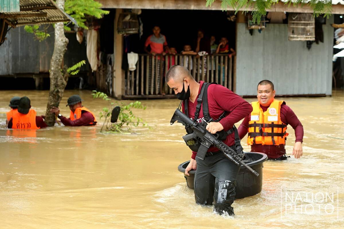 Hundreds evacuated as flash floods sweep deep South