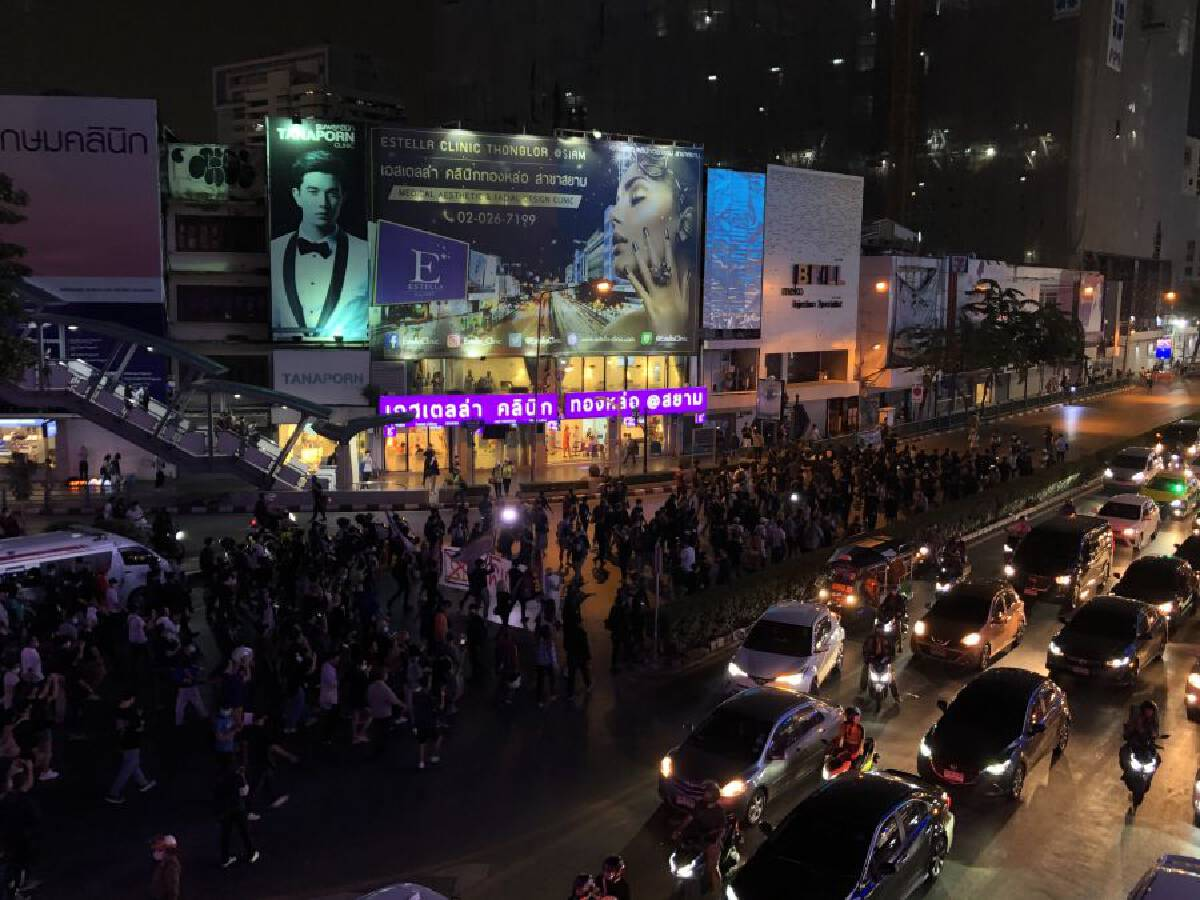 Protest ends at night after police release demonstrators, Ratsadon plans 'no-confidence' debate