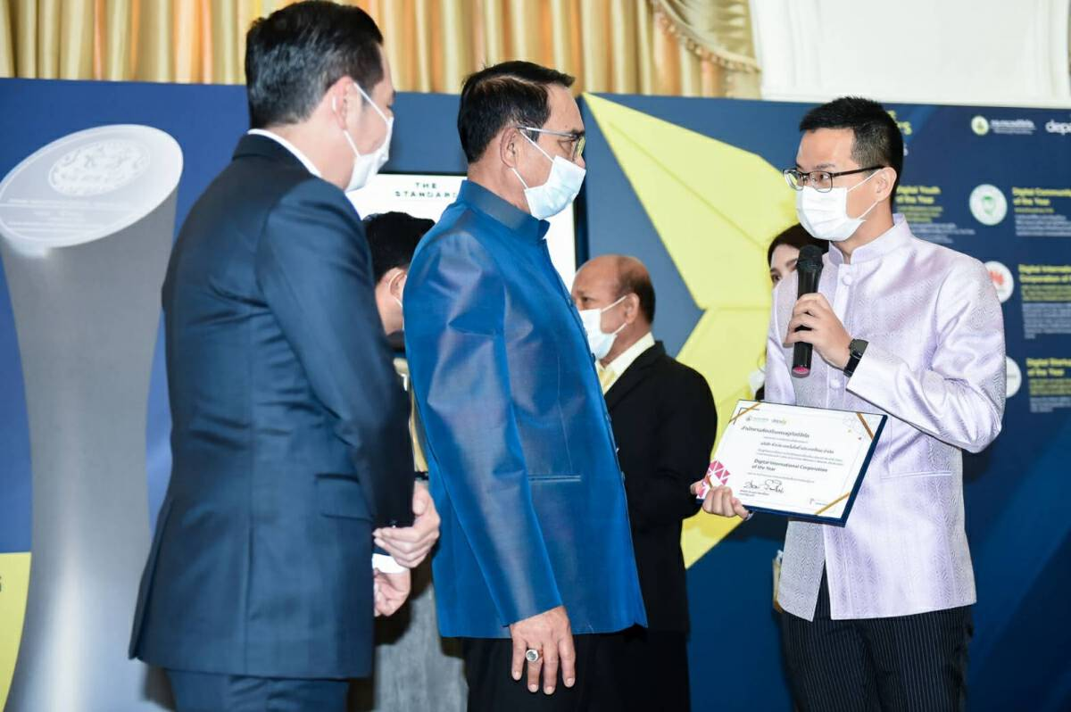 Huawei Technologies wins special PM's award for its contribution to Thailand
