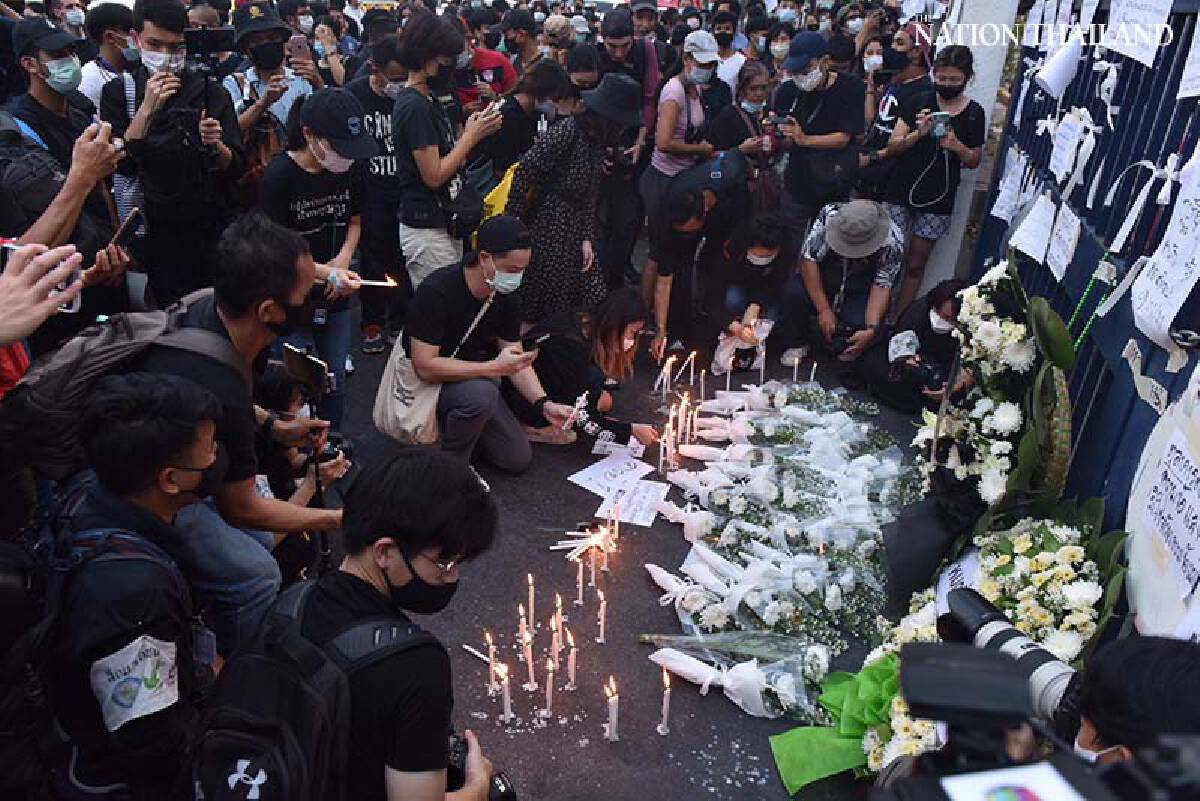 Protesters hold mock funeral for justice after leaders jailed