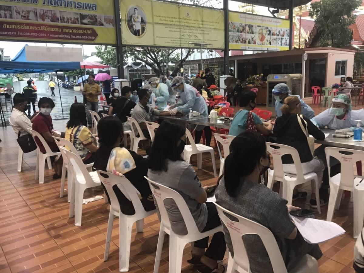 Nearly 7,000 people get Covid jab in Bangkok hotspot