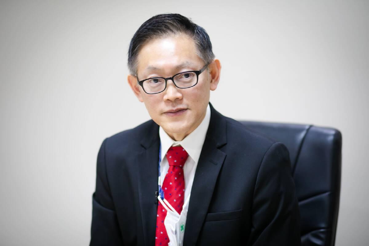 Dr Jadej Thammatacharee Secretary-General of National Health Security Office