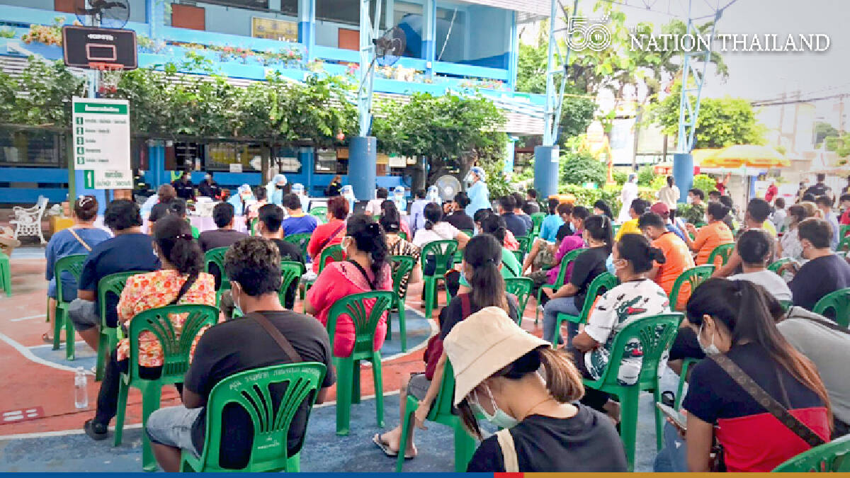 BMA inoculates 3,000 Klong Toei residents in bid to control cluster