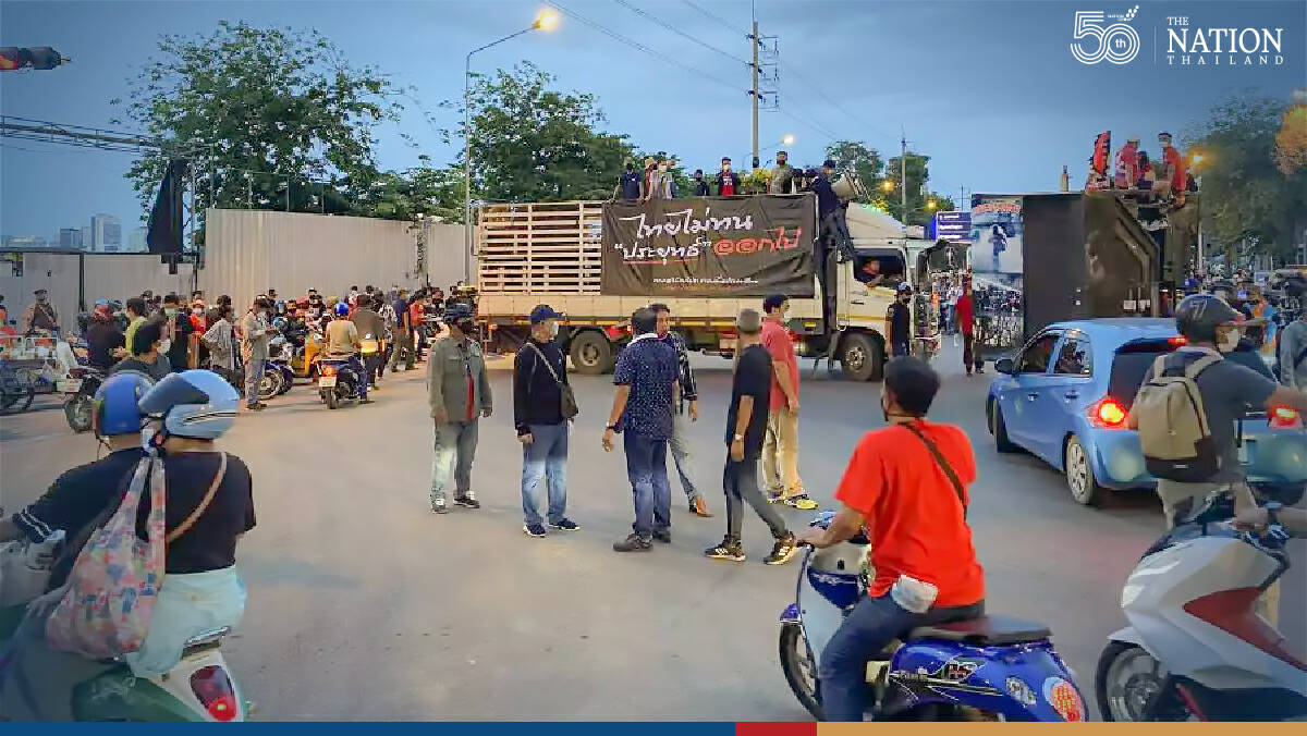 Low participation forces anti-government groups to call off protests at Nang Loeng Junction
