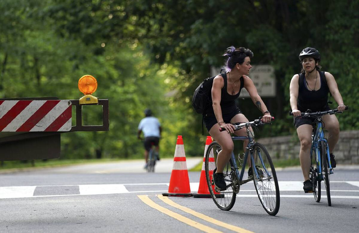 Cyclists in Washington D.C. enjoy a stretch of Beach Drive that is closed to vehicle traffic. MUST CREDIT: Washington Post photo by Toni L. Sandys.