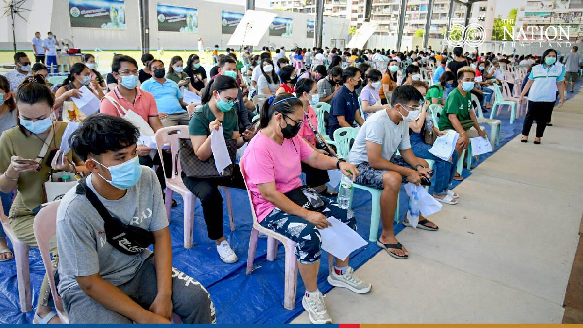 Members of 6 Pathumwan communities get their second jab