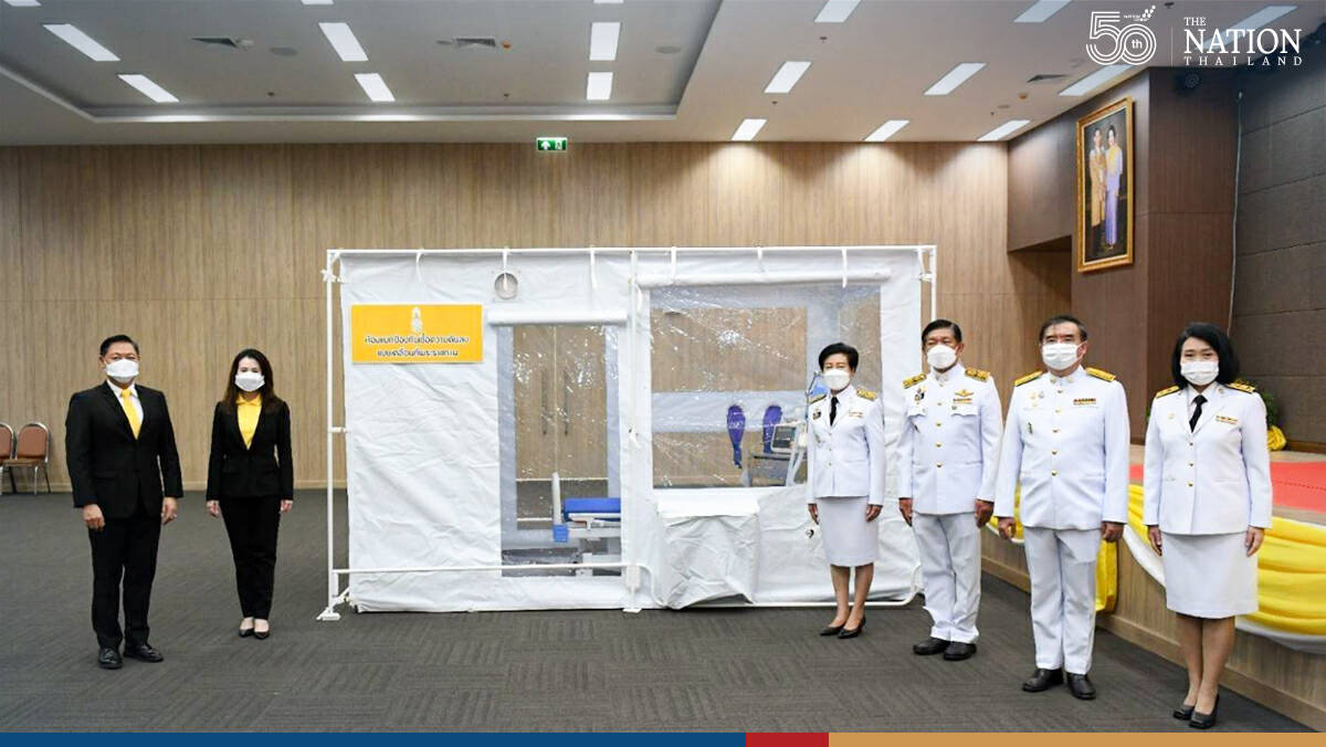 Their Majesties give mobile isolation rooms to Bang Khun Thian Geriatric Hospital