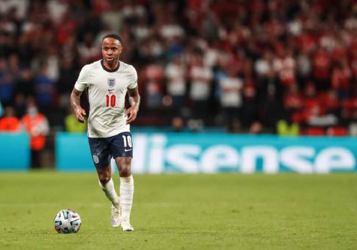 The half ended with England controlling the ball in and around the Danish area, but they were unable to find a clear chance against the massed Danish defense and the game went into extra time.