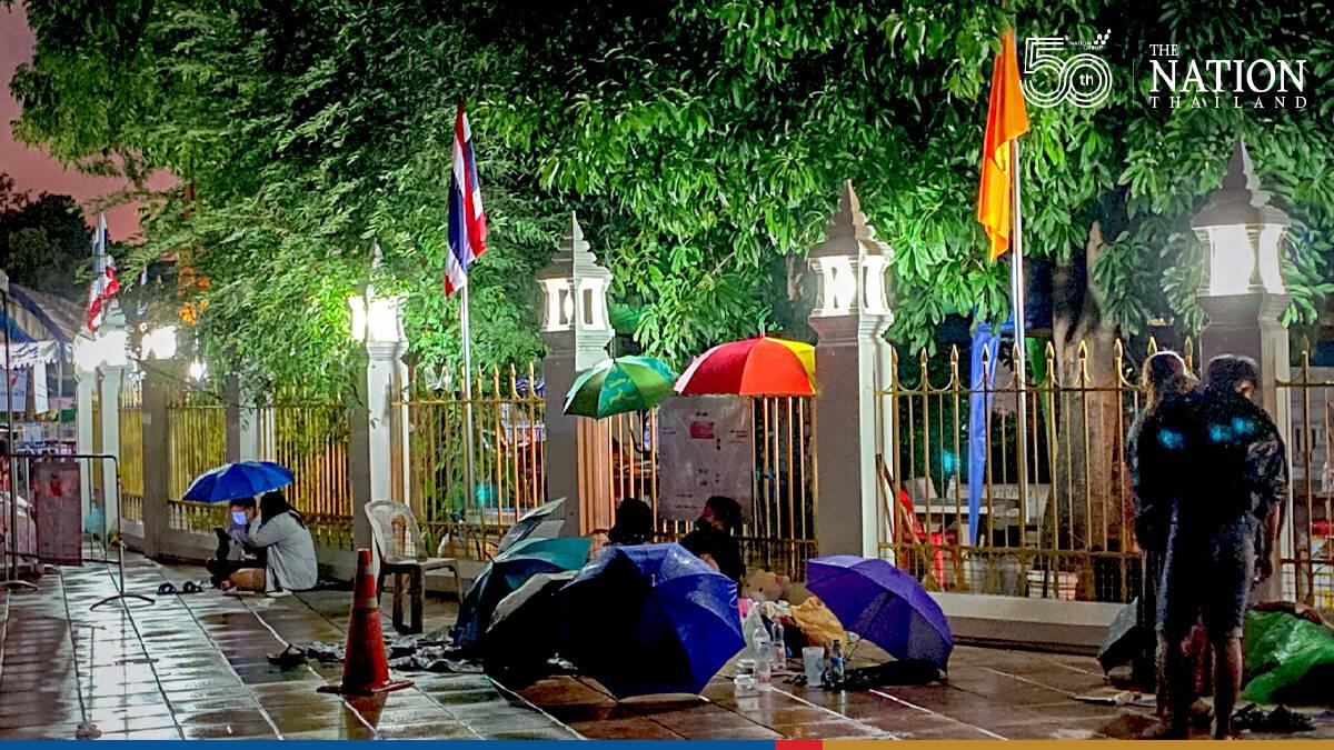 Hundreds of Bangkokians brave the rain for free Covid-19 testing