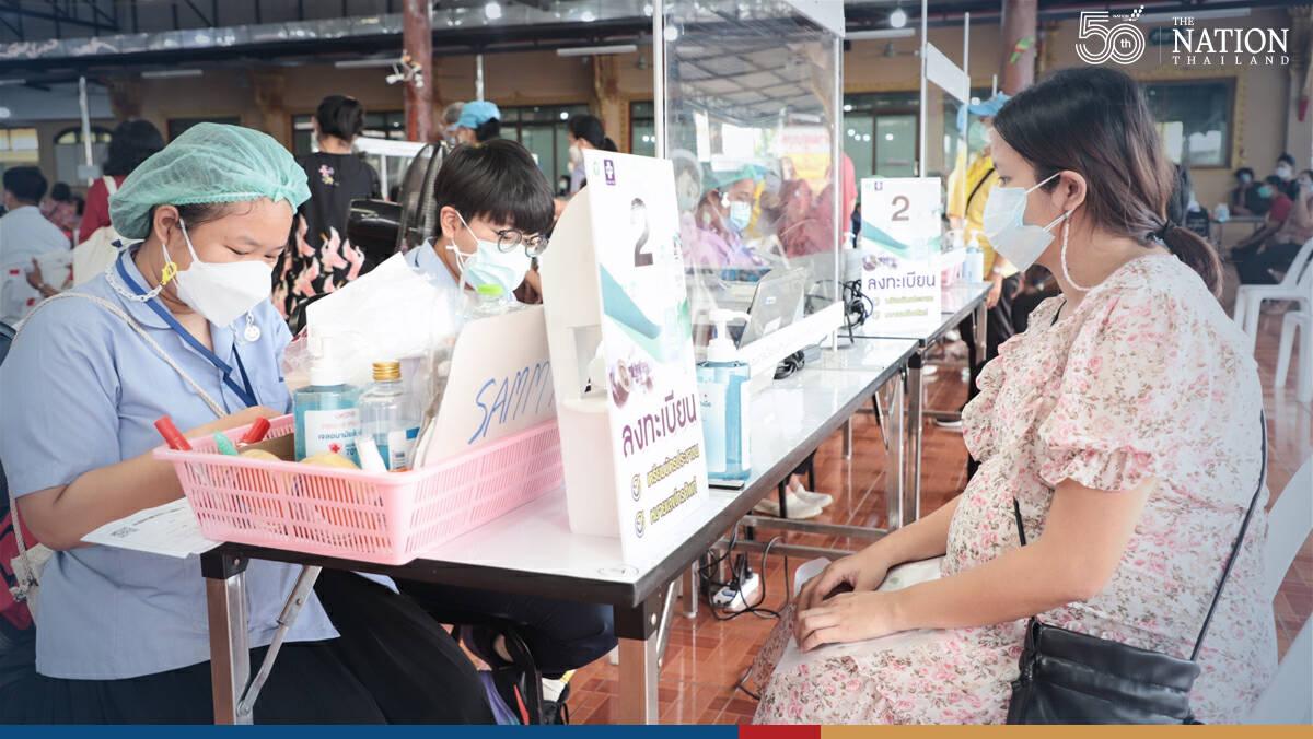 Long queue fails to deter elderly seeking Pfizer vaccine in Samut Prakan