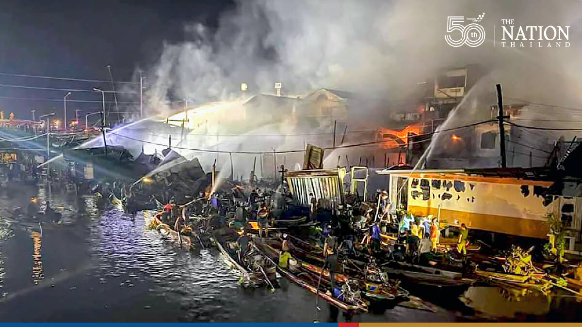 Fire damages 100-year-old tourist-attraction market in Samut Sakhon