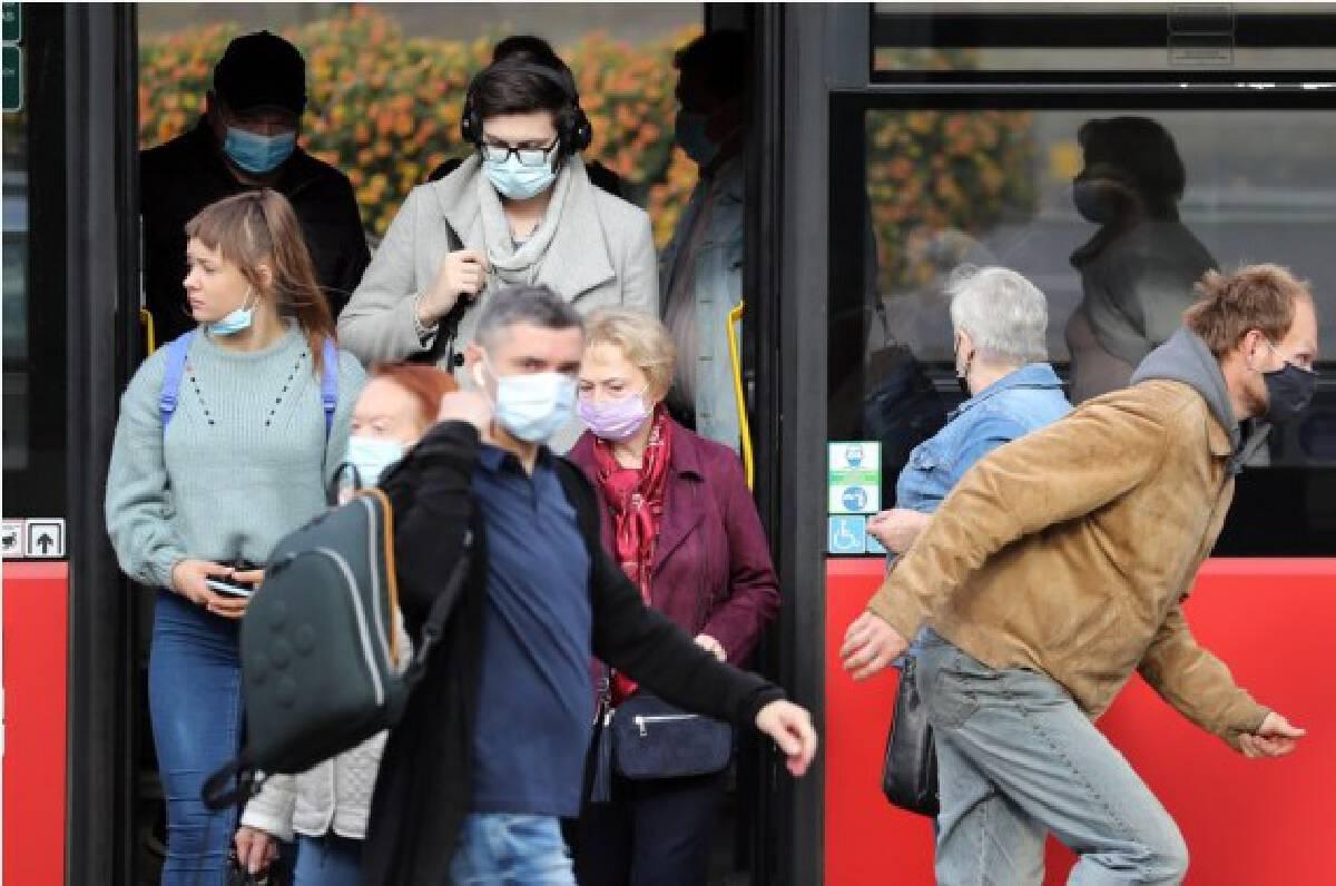 Citizens get off a bus in Vilnius, Lithuania, Sept. 13, 2021.  (Xinhua/Xue Dongmei)