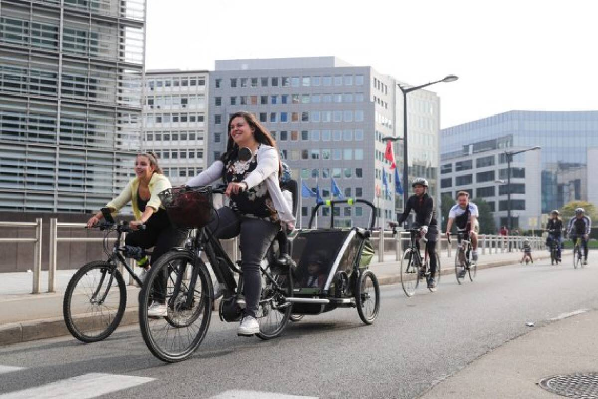 People ride bikes on Car Free Sunday in Brussels, Belgium, Sept. 19, 2021. (Xinhua/Zheng Huansong)
