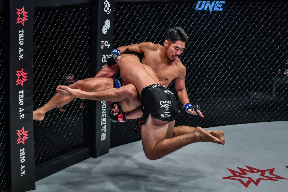 Mixed Martial Arts - Lightweight: Ok Rae Yoon def. Christian Lee via Unanimous Decision