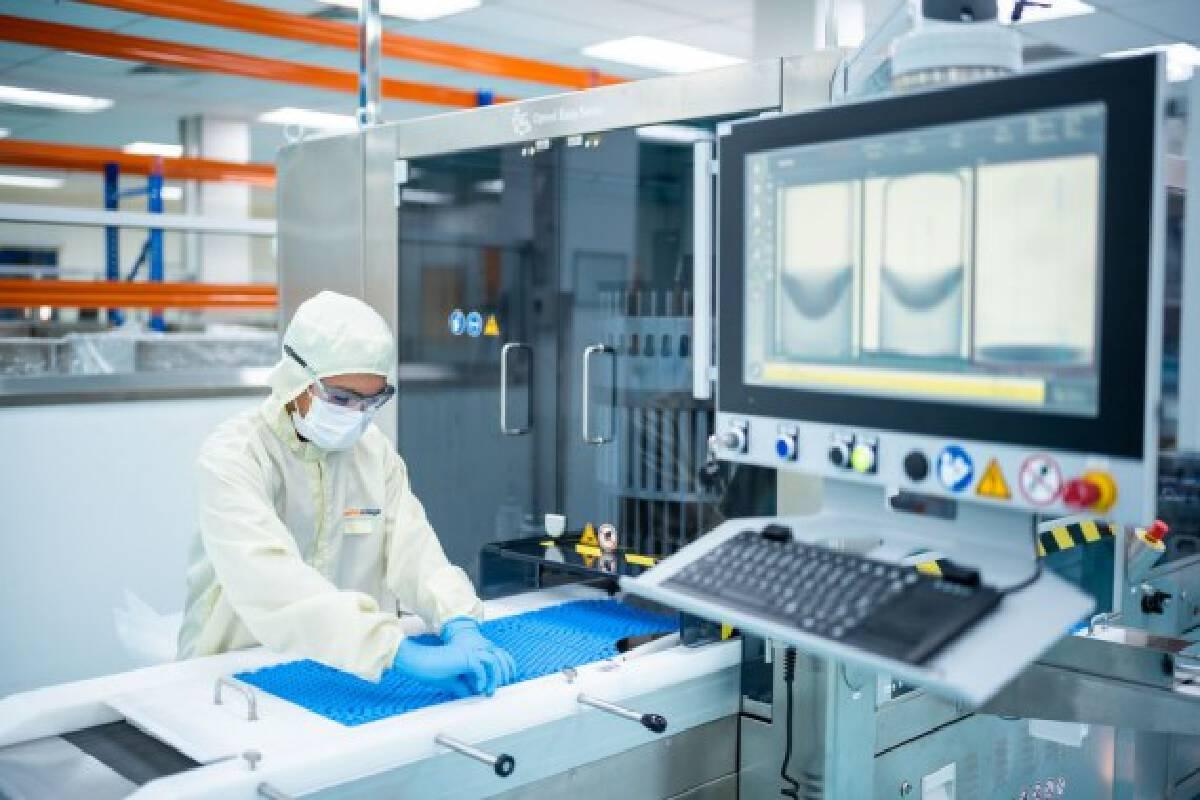 A technician works on the fill and finish operation for Sinovac vaccines at Malaysian pharmaceutical company Pharmaniaga on the outskirts of Kuala Lumpur, Malaysia, Oct. 5, 2021. (Xinhua/Zhu Wei)